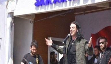 Murat Kekilli Suriyeli çocuklara konser verdi