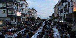 'Sevgi Sofrası'nda buluşan Maltepeliler dualarla iftarını açtı