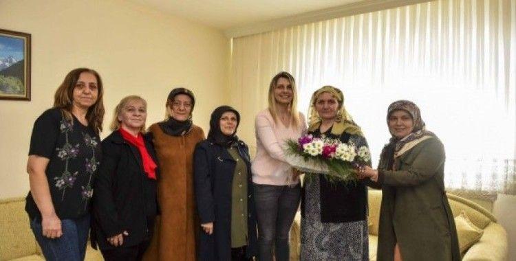 Taşköprü MHP'den, Fatma Vidinlioğlu'na yılın annesi ziyareti
