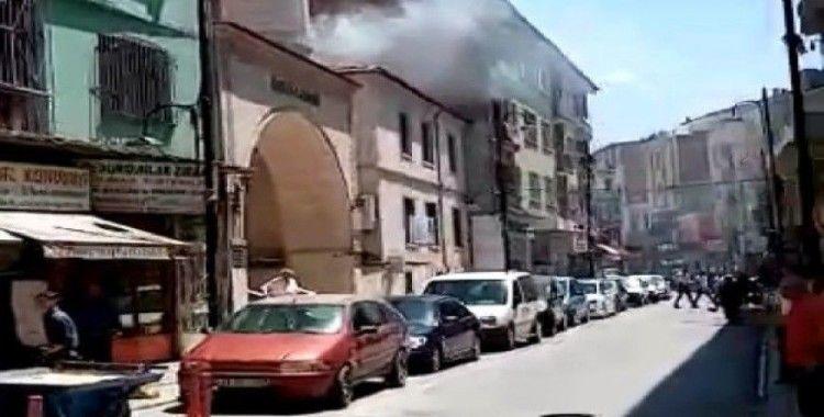 Cami çatısında korkutan yangın