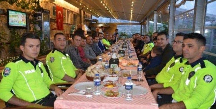 Akseki'de  bölge trafik polisleri iftarda buluştu