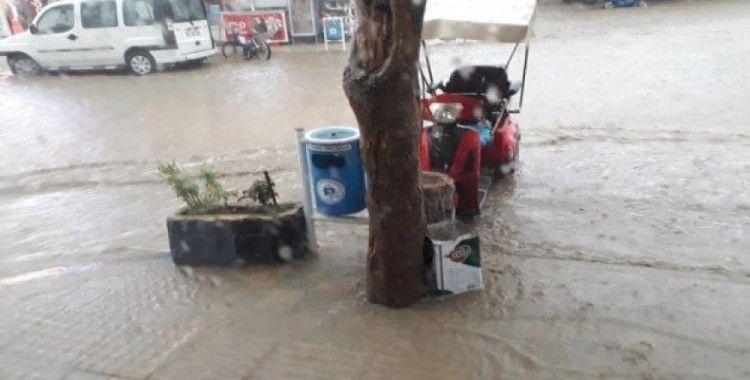 Pazaryeri'nde şiddetli yağmur hayatı olumsuz etkiledi