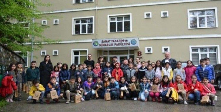 Minik öğrenciler üniversiteyi ziyaret etti