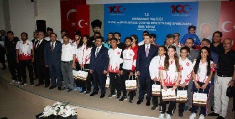 Ulusal ve uluslararası müsabakalarda dereceye giren Diyarbakırlı sporculara ödül