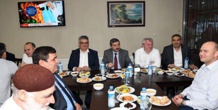 Vali Pekmez özel idare çalışanları ile iftarda buluştu