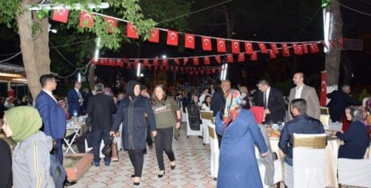 Lapseki'de şehit ve gazi ailelerine iftar verildi