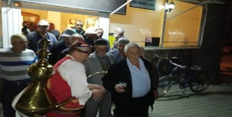 Teravih namazı çıkışı Osmanlı şerbeti ikramı