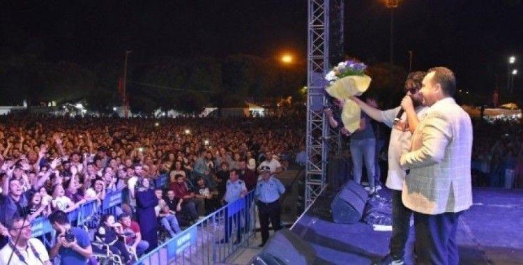 DJ Turkuaz ve Eypio Konseri Akhisarlı gençleri mest etti