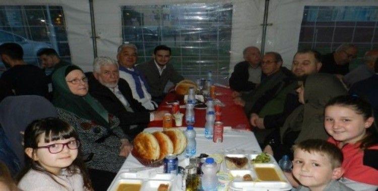 Türk askeri vatandan uzakta iftarını Kosova halkıyla birlikte açıyor