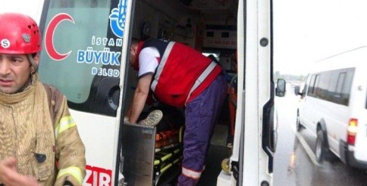 Virajı alamayan kamyon devrildi: 2 yaralı