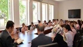 Vali Şentürk öğrencilerle birlikte kitap okudu