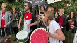Londra'da Trump'a tencere tavalı protesto