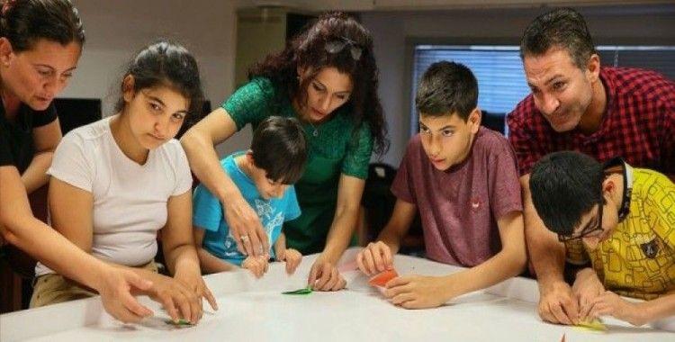 Özel çocuklar kodlamayı origamiyle öğreniyor