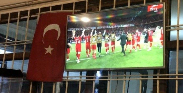 A Milli Futbol Takımının Fransa galibiyeti Erzincanlıları sevince boğdu