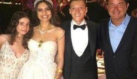 Amine Gülşe ile Mesut Özil'in düğününe ünlü akını