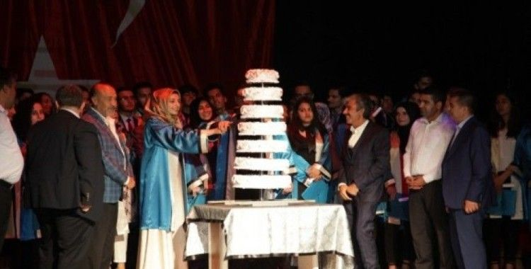 Ahlat Sadullah Gencer Anadolu Lisesinde mezuniyet coşkusu