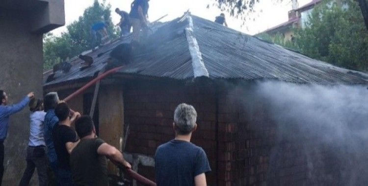 Yangın itfaiye vatandaş el birliği ile söndürüldü