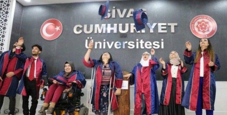 Üniversiteli engelliler için mezuniyet töreni düzenlendi