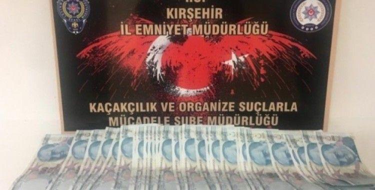 Kırşehir'de polis, yol uygulamasında sahte para ele geçirdi