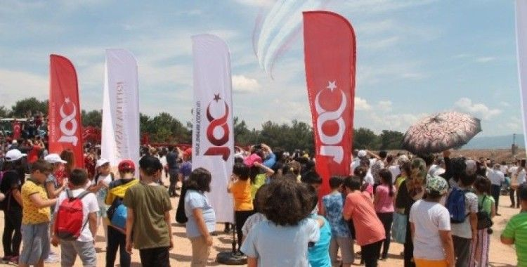 Türk Yıldızları ve SOLOTÜRK gösterisi nefesleri kesti