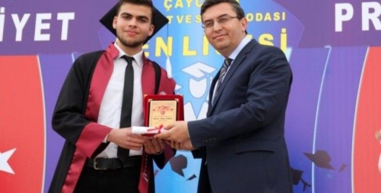 92 öğrenci  diplomalarını aldı