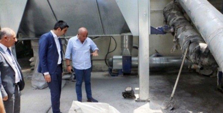 Başkan Gökhan Yüksel, yanan fabrikayı ziyaret etti