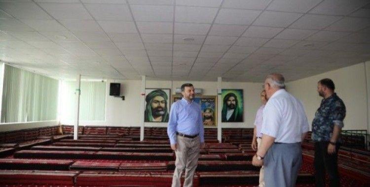 Yüreğir'de ibadethaneler düzenli olarak temizleniyor