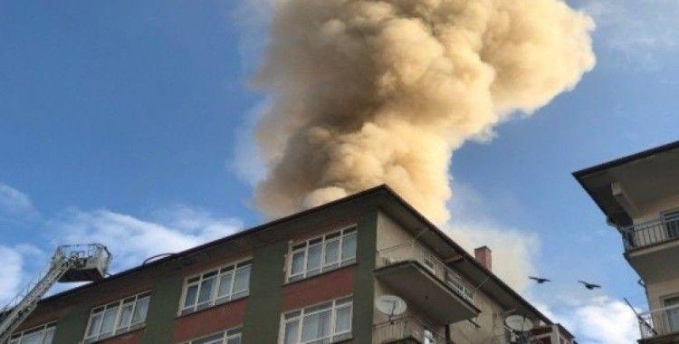 Başkent'te çatısı yanan bina boşaltıldı