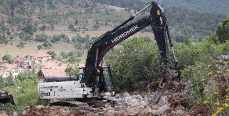 Akseki Belediyesi Susuzşahap Mahallesi'nde yol açımı yaptı