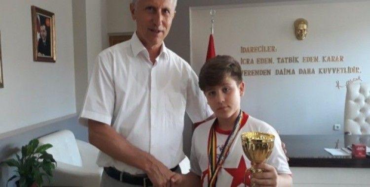 Madalya avcısı minik Kaan, iki madalya ve 1 kupa kazandı