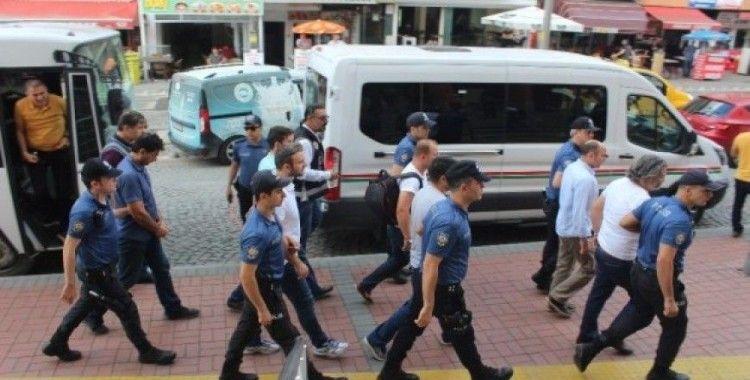 FETÖ operasyonunda gözaltına alınan 7 kişi adliyeye sevk edildi