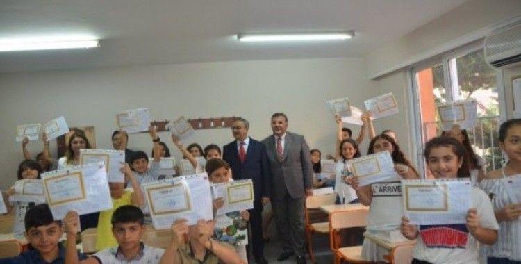 Mersin'de yaklaşık 400 bin öğrenci karne sevinci yaşadı