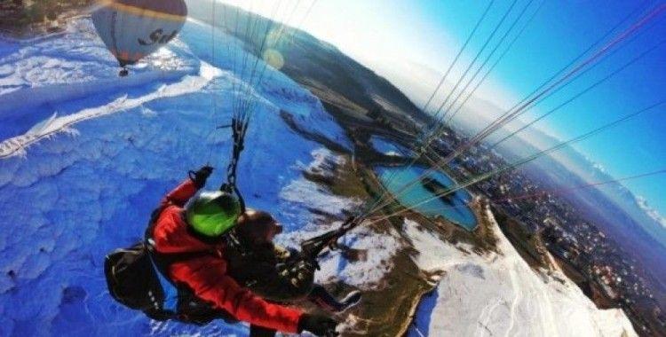 Pamukkale'de hedef yıllık 40 bin yamaç paraşütü uçuşu