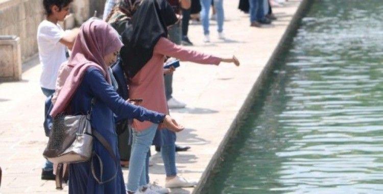 YKS'ye girecek olan öğrenciler kutsal mekanlarda dua etti