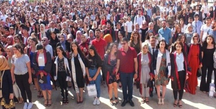 Artuklu Üniversitesi'nde mezuniyet sevinci