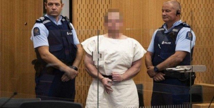 Yeni Zelanda katliamcısı duruşmayı sırıtarak izledi