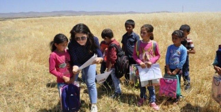 Köy çocuklarına en güzel karne hediyesi