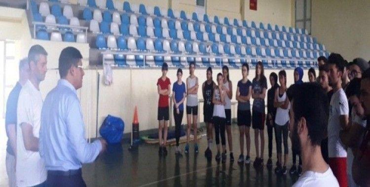 Başkan Özcan'dan gençlere destek