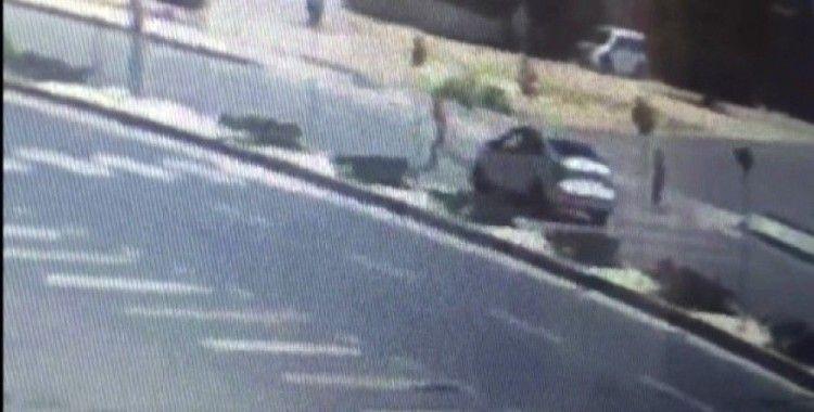 Otomobilin çocuğa çarptığı anlar güvenlik kamerasında