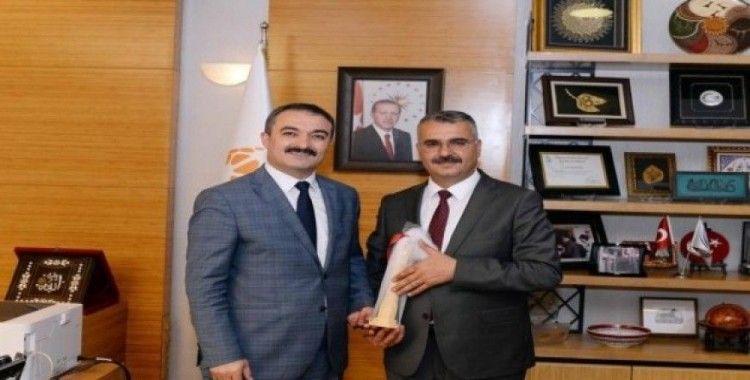 Ahlatçı'dan Rektör Öztürk'e kutlama ziyareti