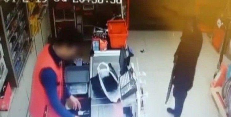 İstanbul'da pompalı tüfekle market soygunları kamerada