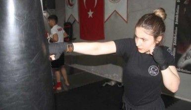 Elif, Kick Boks'ta Milli Takım'a yükselmek istiyor