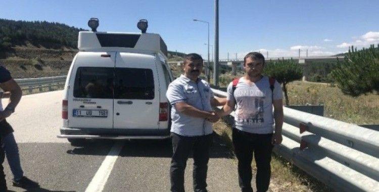 Yol kenarında 1,5 kilo ağırlığında ziynet eşyası bulan işsiz genç polisi aradı