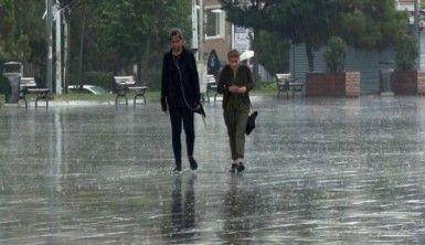 İstanbul'da vatandaşlar sağanak yağmura uyandı