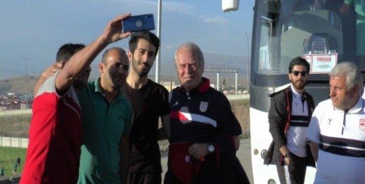 Mustafa Denizli'nin takımı Traktör FC Erzurum'da kampa girdi