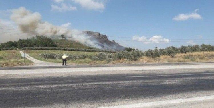 Osmaniye'de tarihi kalede orman yangını