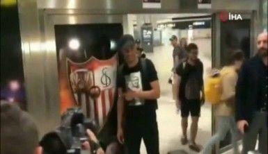Fernando, imzayı atmak için Sevilla'da