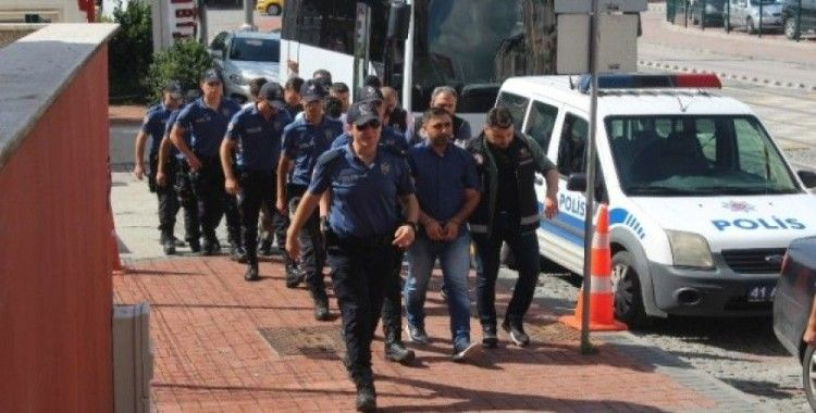 Kocaeli'de FETÖ operasyonunda adliyeye sevk edilen 12 kişiden 1'i tutuklandı