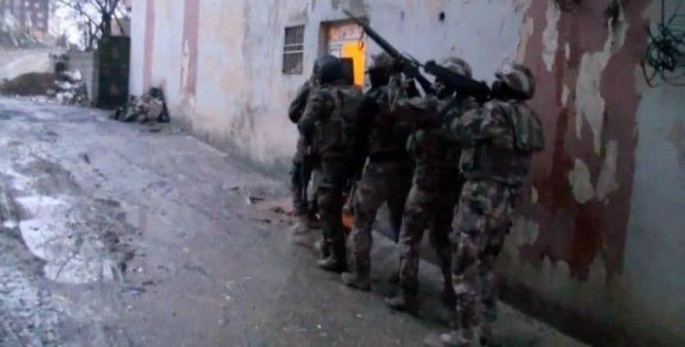 PKK'nın mali kaynağına büyük katkı sağlayan sigara kaçakçılığına 8 ilde operasyon