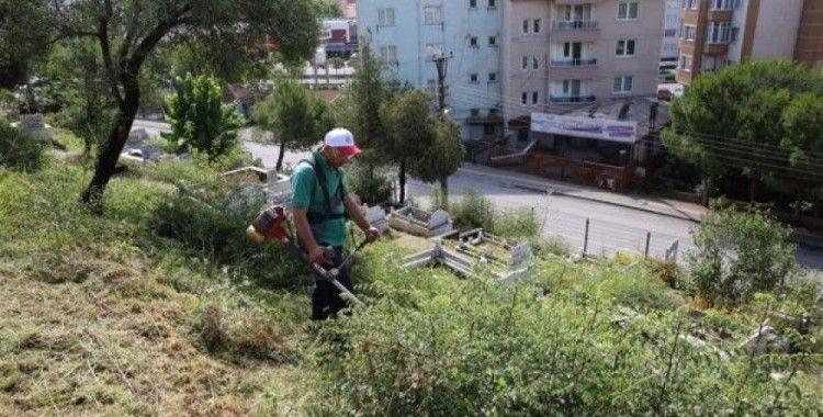 Mezarlıklarda temizlik çalışması
